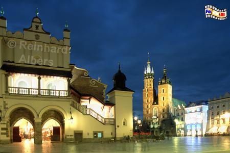 Kraków (Krakau) Hauptmarkt mit Tuchhallen und Marienkirche, Polen, Kraków, Krakau, Tuchhallen, Marienkirche