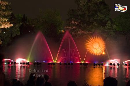 Metz beleuchtete Wasserspiele, Metz, Lothringen, Wasserspiele, Foto, Reinhard, Albers, foreal