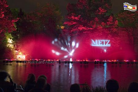 Metz - beleuchtete Wasserspiele, Metz, Lothringen, Wasserspiele, Foto, Reinhard, Albers, foreal
