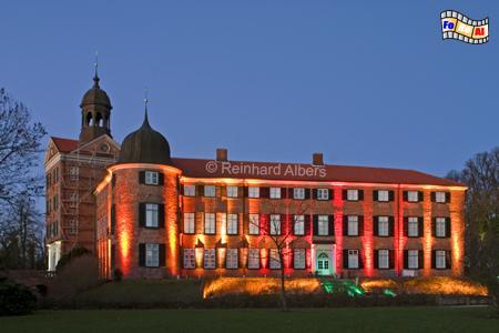 Eutiner Schloss mit Weihnachtsbeleuchtung, Schleswig-Holstein, Eutin, Schloss, Weihnachtsbeleuchtung