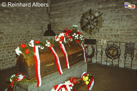 Pilsudski-Grab in der Gruft der Wawel-Kathedrale, Polen, Polska, Krakau, Kraków, Kathedrale, Gruft, Pilsudski, Grab