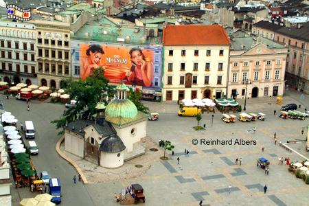 Der Rynek Główny (Hauptmarkt) mit der romanischen Adalbertkirche an der Einmündung der ul. Grodzka., Polen, Polska, Krakau, Kraków, Fotos, Bilder, Hauptmarkt, Rynek, Główny, Adalbertkirche, ul. Grodzka