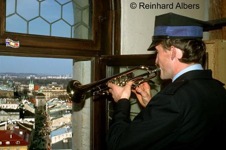 Zu jeder vollen Stunde bläst der Trompeter im Turm der Marienkirche die legendäre Fanfare