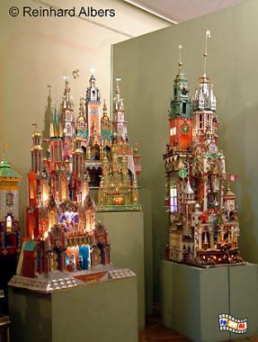 Jedes Jahr findet ein Wettbewerb für die schönste aus buntem Blech gebastelte Weihnachtskrippe statt. Die schönsten Exemplare früherer Jahre sind im Hist. Museum ausgestellt., Polen, Polska, Krakau, Kraków, Fotos, Bilder, Hist. Museum, Weihnachtskrippen