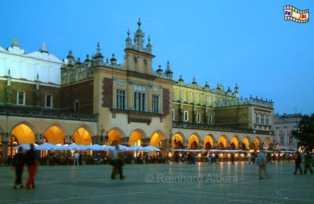 Die berühmeten Tuchhallen (Sukiennice) dominieren den Rynek Główny (Hauptmarkt) von Krakau., Polen, Polska, Krakau, Kraków, Fotos, Bilder, Hauptmarkt, Rynek, Główny, Tuchhallen, Sukiennice,