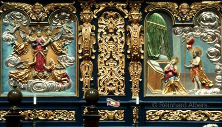 Marienkirche - Die vergoldeten Reliefs mit Bibelszenen an der Rückseite des Chorgestühls datieren von 1635., Polen, Polska, Krakau, Kraków, Fotos, Bilder, Marienkriche, Chor, Relief, Bibelszenen