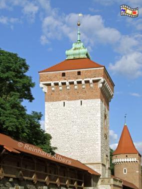 Das zu Beginn des 14. Jhs. errichtete Florianstor ist das letzte noch erhaltene Stadttor in Krakau., Polen, Polska, Bilder, Krakau, Kraków, Florianstor, Brama Floriańska