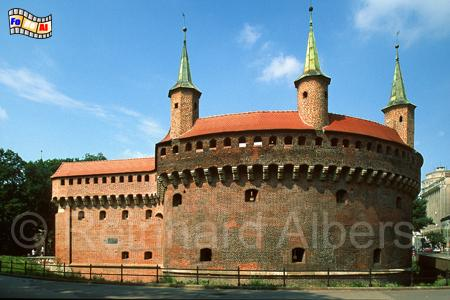 Barbakan aus den Jahren 1498/99 ist ein imposanter Wehrturm, der dem Florianstor vorgelagert ist und durch einen Wehrgang mit diesem verbunden war., Polen, Polska, Kraków, Krakau, Bilder, Fotos, Barbakan, Wehrturm