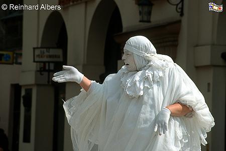 Dieser Straßenkünstler (Pantomime) ist häufig neben/vor der Marienkirche zu sehen und tritt mittlerweile auch schon im Ausland auf., Polen, Polska, Kraków, Krakau, Bilder, Fotos, Straßenkünstler, Pantomime,