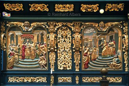 Marienkirche - Die vergoldeten Reliefs mit Bibelszenen an der Rückseite des Chorgestühls datieren von 1635., Polen, Polska, Fotos, Bilder, Krakau, Kraków, Marienkirche, Kościół Mariacki, Bibelszenen, Reliefs