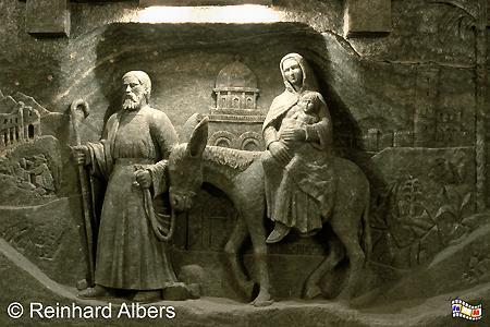 Darstellung von Maria und Josef auf der Flucht mit dem Jesuskind im Salzbergwerk Wieliczka. Skulpturen bestehen nur aus Salz. , Polen, Polska, Fotos, Bilder,