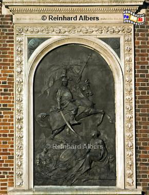 Das Wandrelief an der Marienkirche stellt den polnischen König Johann Sobieski dar., Polen, Polska, Krakau, Kraków, Fotos, Bilder, Marienkirche, Wandrelief, Sobieski, König