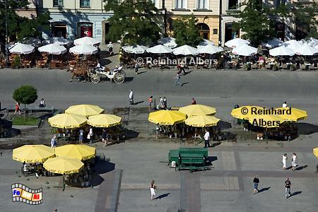 Sonnenschirme der Blumenstände und Restaurants auf dem Rynek Główny  (Hauptmarkt), Polen, Polska, Krakau, Kraków, Fotos, Bilder, Rynek, Główny, Sonnenschirme, Überblick