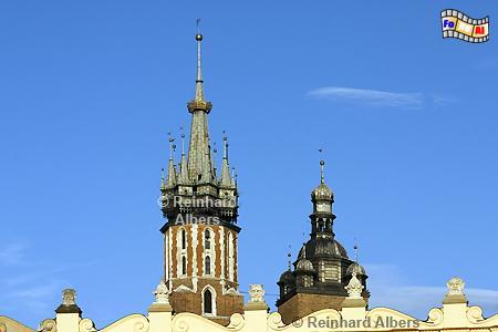 Die Türme der Marienkirche sind unterschiedlich. Nach einer Legende  geht das auf die Rivalität zweier Brüder zurück., Polen, Polska, Krakau, Kraków, Fotos, Bilder, Marienkirche, Türme