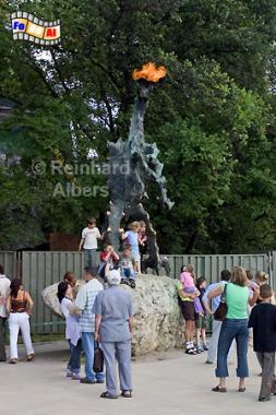 Der Drache am Fuße des Wawelberges speit noch regelmäßig Feuer., Polen, Polska, Fotos, Bilder, Krakau, Kraków, Wawel, Drache
