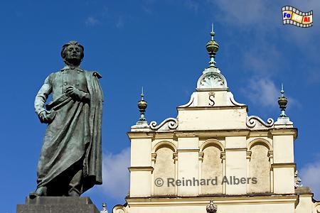 Das Adam Mickiewicz-Denkmal neben den Tuchhallen auf dem Rynek Główny (Hauptmarkt) in Krakau., Polen, Polska, Fotos, Bilder, Krakau, Kraków, Tuchhhallen, Mickiewicz, Sukiennice, Rynek, Główny