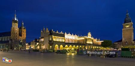 Panoramabild der Tuchhallen (Sukiennice) auf dem Rynek Główny (Hauptmarkt)., Polen, Polska, Krakau, Kraków, Bilder, Fotos, Tuchhallen, Sukiennice, Rynek, Główny