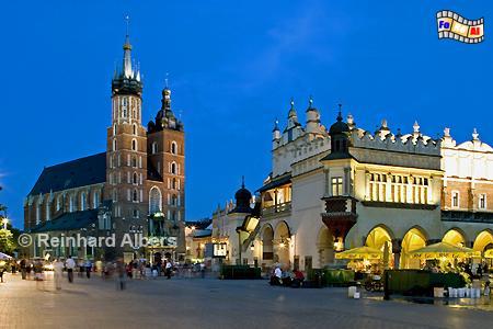 Marienkirche und Tuchhallen auf dem Hauptmarkt in Krakau. , Polen, Polska, Krakau, Kraków, Bilder, Fotos, Tuchhallen, Sukiennice, Rynek, Główny, Marienkirche