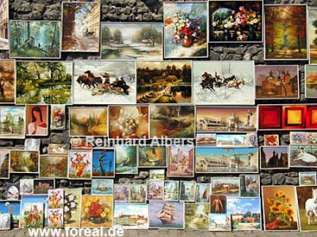 Die Stadtmauer neben dem Florianstor wird als Freiluftgemäldegalerie benutzt., Polen, Polska, Krakau, Kraków, Stadtmauer, Gemälde, Galerie, Florianstor