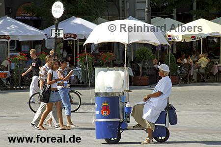 Zuckerwattestand auf dem Hauptmarkt (Rynek Głowny)., Polen, Polska, Krakau, Kraków, Bilder, Fotos, Hauptmarkt, Rynek, Głowny