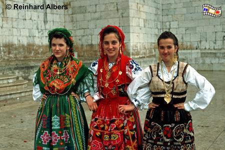 Trachtengruppe aus dem Minho vor dem Jeronimo-Kloster, Lissabon, Trachtengruppe, Minho