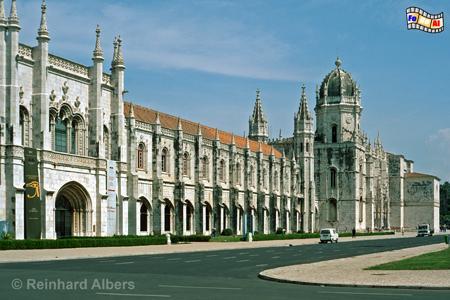 Die Hauptfassade des Jeronimo- Klosters ist ca. 300 m lang., Lissabon, Kloster, Jerónimos