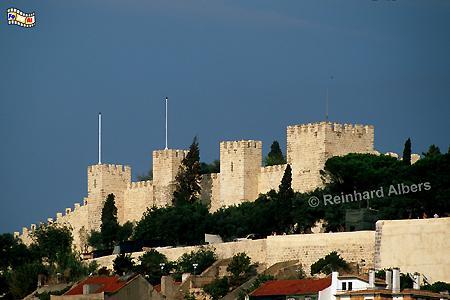 Das Castelo de São Jorge wurde in den Jahren 1938-44 wiederaufgebaut, wobei man nur sehr wenig auf die urspüngliche Form achtete., Lissabon, Festung, Burg, Castelo, São Jorge