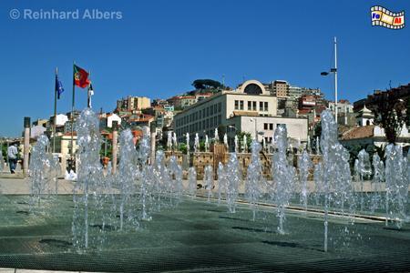 Praça Martim Moniz, ein modern gestalteter Platz mit unzähligen Wasserfontänen., Lissabon, Martim, Moniz, Praça, Platz