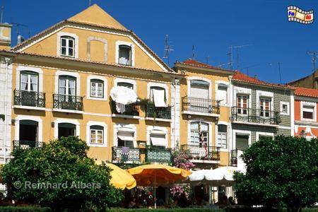 Die Häuser in der Rua da Vieira Portuense im Stadtteil Belém stammen zum Teil noch aus dem 16. und 17. Jh. Heute befinden sich dort zahlreiche Restaurants mit Sitzmöglichkeiten in der Fußgängerzone., Lissabon, Belém, Restaurant, Albers, foreal, Vieira Portuense,