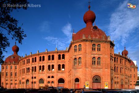 Die Stierkampfarena, Campo Pequeno, aus dem Jahr 1892 ist der einzige nennenswerte Backsteinbau in Lissabon., Lissabon, Stierkampf, Arena, Campo, Pequeno