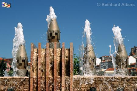 Praça Martim Moniz, ein modern gestalteter Platz mit unzähligen Wasserfontänen., Lissabon, Platz, Martim, Moniz, Praça,