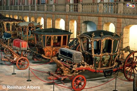 Museu Nacional dos Coches - Kutschenmuseum in der ehemaligen Reithalle des Belem-Palastes. , Lissabon, Belem, Kutschenmuseum, Kutschen, Coches