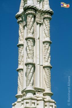 Neomanuelinische Säule auf dem Praça Afonso de Albuquerque in Form mehrerer verbundener Schiffstaue aus Stein., Lissabon, Belem, Praça, Albuquerque, Manuelismus