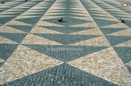 Moderne Formen bei der Pflasterung auf dem Rathausplatz., Lissabon, Rathaus, Platz, Pflasterung