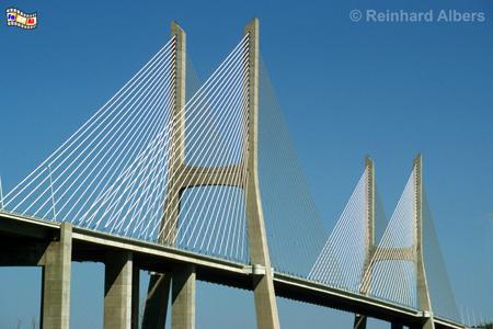 Ponte Vasco da Gama war zum Zeitpunkt der Fertigstellung im Jahr 1998 mit 17 km die längste Brücke der Welt., Lissabon, Lisboa, Ponte, Brücke Vasco, Gama, Tejo