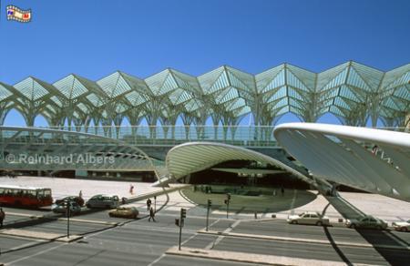 Der Bahnhof am Expogelände wurde von den Architekten  Santiago Calatrava aus Valencia entworfen., Lissabon, Lisboa, Expo, Bahnhof, Estação, Oriente