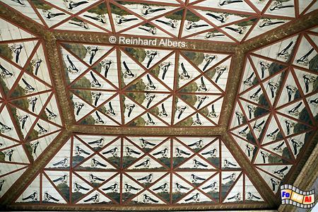 Sintra - Königsschloss (Paço Real) Elsternsaal. Die Decke wird geziert von 136 Elstern. Sie sollen die Geschwätzigkeit der 136 Hofdamen dartsellen., Portugal, Sintra, Schloss, Königsschloss, Albers, Foto, foreal