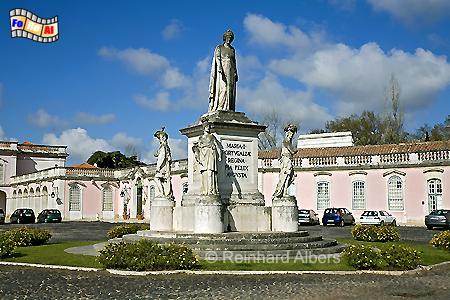 Queluz - Vorplatz des Schlosses mit Denkmal für Maria I., die erste regierende Königin Portugals., Lissabon, Portugal, Königin. Queluz, Schloss, Maria I., Albers, foreal, Foto
