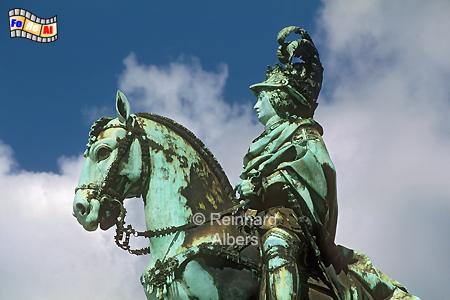 Praça do Comércio - Das 7 m hohe Reiterstandbild des Königs José I.  stammt von Machado de Castro., Lissabon, Praça, Comércio, Platz, José, Denkmal, Albers, Foto, foreal