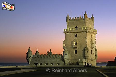 Abendstimmung am Ufer des Tejo mit dem Torre de Belém., Lissabon, Belém, Torre, Torre de Belém, Albers; Foto, Tejo, foreal,
