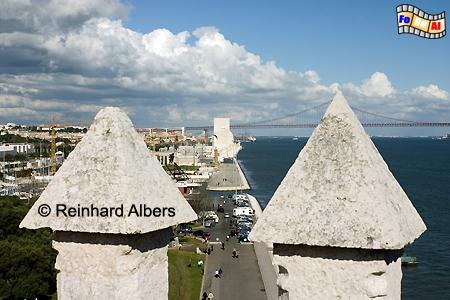 Blick von der Dachterrasse des Torre de Belém zum Denkmal der Entdeckungen., Lissabon, Belem, Torre, Turm, Entdeckungen, Wahrzeichen