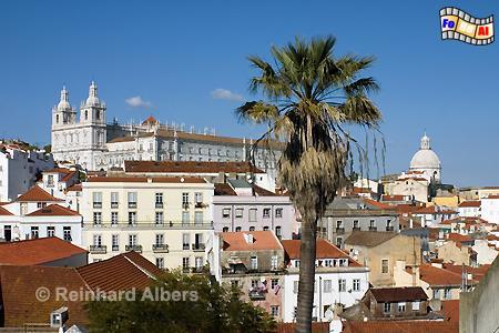 Lissabon - Kirche São Vicente de Fora (links) und im Hintergrund rechts ist die Kuppel des Pantheons zu erkennen., Lissabon, Vinzenz, Vicente, Kirche, Schutzpatron, Pantheon, Albers, foreal, Foto