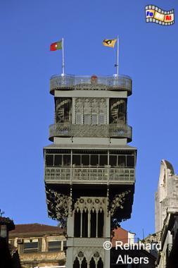 Der Elevador Santa Justa ist 45 m hoch. Auf dem Dach befindet sich eine Aussichtsterrasse mit Café., Lissabon, Fahrtstuhl, Elevador, Santa Justa