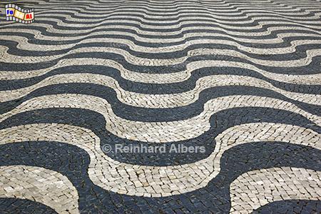 Cascais - Wellenmuster auf dem Rathausplatz., Portugal, Cascais, Rathausplatz, Plasterung, Muster, Wellen, Albers, Foto, foreal,