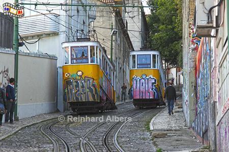 Elevador da Glória aus dem Jahr 1885. Leider in den letzten Jahren mit Graffiti verunstaltet., Lissabon, Bergbahn, Elevador, Straßenbahn, Aufzug, Bairro, Alto, Albers, Foto, foreal,