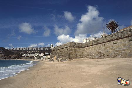 Sesimbra - Fortaleza (Festung) am Strand ., Portugal, Sesimbra, Festung, Fortaleza, Strand, Atlantik, Albers, Foto, foreal,