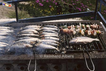 Sesimbra - Sardinen auf dem Grill., Portugal, Sesimbra, Sardinen, Grill, Albers, Foto, foreal,
