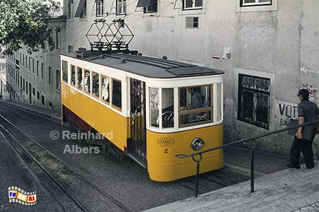 Elevador da Glória aus dem Jahr 1885. Diese Bergbahn fährt zum Aussichtspunkt Alcântara im Bairro Alto., Lissabon, Bergbahn, Straßenbahn, Elevador, da Gloria, Albers, Foto, foreal,