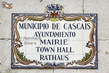 Cascais: Rathausschild mit Azulejos, Portugal, Cascais, Rathausplatz, Plasterung, Muster, Wellen, Albers, Foto, foreal,