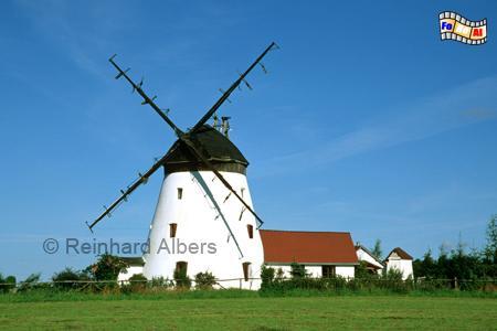 Lędzin (früher Lensin) in Westpommern (Zachodnio Pomoskie) wird heute als Ferienquartier vermietet., Windmühle, Polen, Pommern, Pomorskie, Lensin, Lędzin